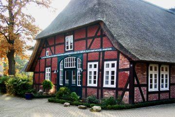 Stilvolles Leben unter Reet, citynah in Scheeßel, 27383 Scheeßel, Einfamilienhaus