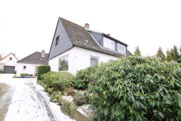 Doppelhaushälfte mit 2 Wohneinheiten und einem Nebengebäude auf einem 1302 m² grossem Grundstück, 21244 Buchholz in der Nordheide, Doppelhaushälfte